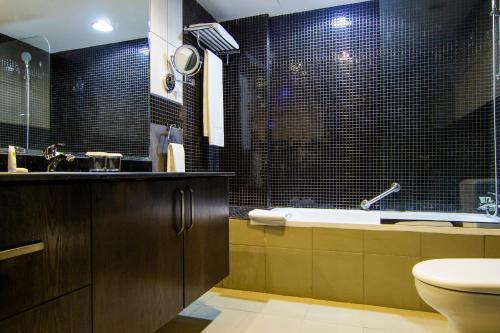 A bathroom at TIME Dunes Hotel Apartments, Al Qusais