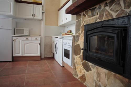 A kitchen or kitchenette at Casa Rural del Horno