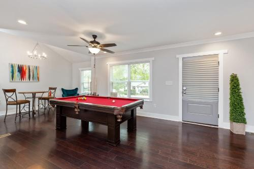 A pool table at 5 STAR ATLANTA Home with Pool Table HOSTS 10