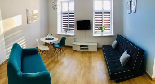 A seating area at Poznan Rents - Apartamenty Mostowa Parking Free