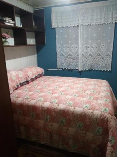 A bed or beds in a room at Hospedagem Família Silva