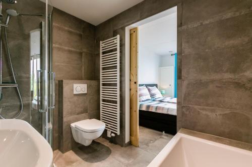 Een badkamer bij Hofwestdijk