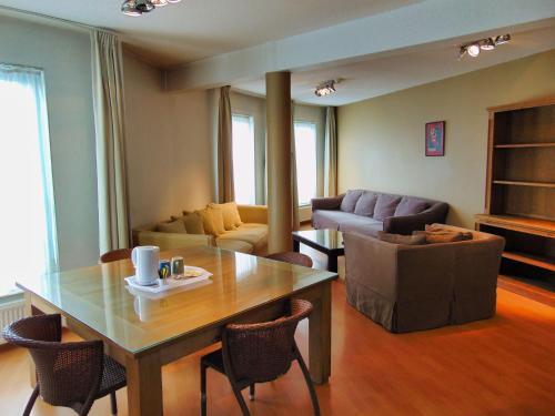 Ein Sitzbereich in der Unterkunft Apart Hotel Brussels Midi