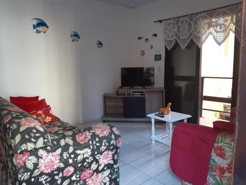 A television and/or entertainment center at Um Lugar Ao Sol Apartment