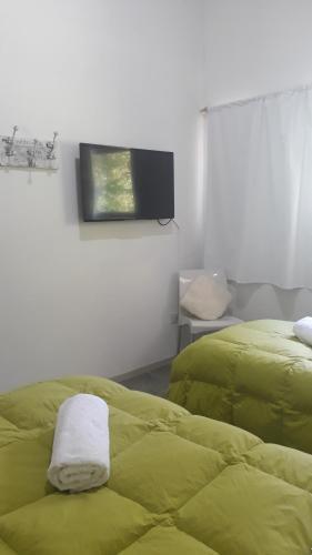 Una cama o camas en una habitación de Depto Altos del Sol