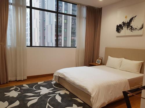 Luxury Apartment Dolphin Plaza