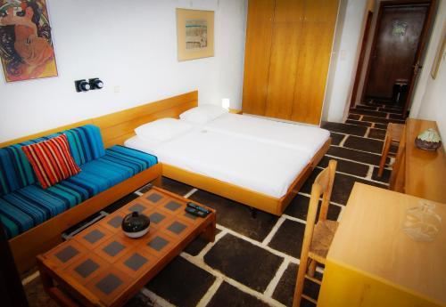 A bed or beds in a room at Apollonia Hotel Apartments