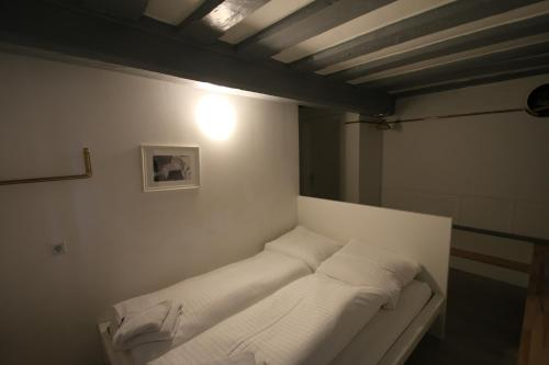 A bed or beds in a room at Haus99 Heiligenstrasse