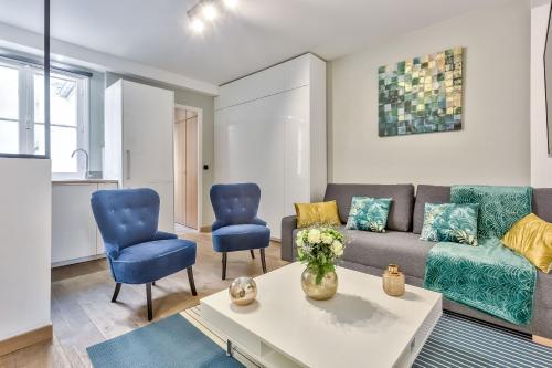 Uma área de estar em 29 Best Flat Paris Marais