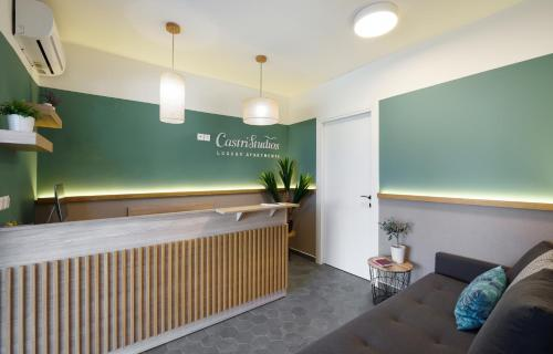 The lobby or reception area at Castristudios 2