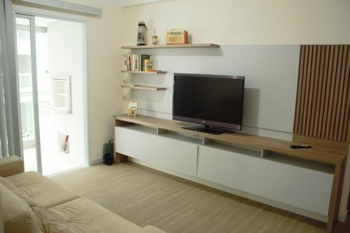 A television and/or entertainment centre at Veneza apartment