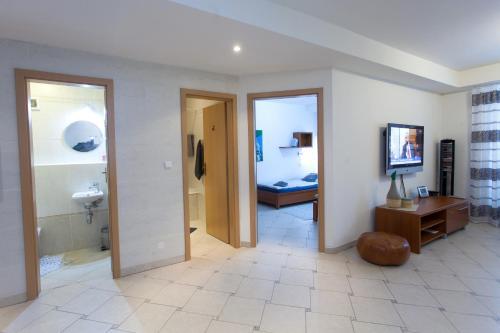 Televízia a/alebo spoločenská miestnosť v ubytovaní Apartmán Tatran Donovaly Deluxe