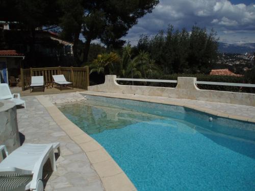 Der Swimmingpool an oder in der Nähe von Villa Fabregas