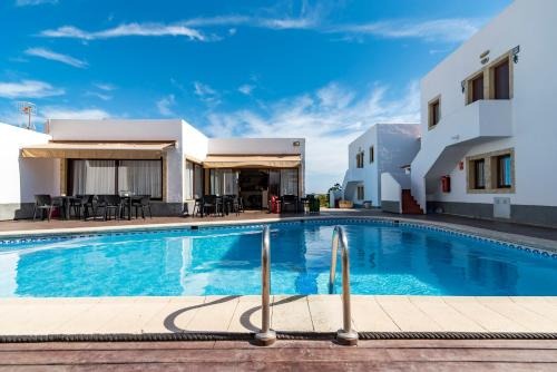 The swimming pool at or near Apartamentos Mar y Sal