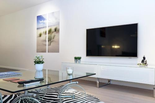 Een TV en/of entertainmentcenter bij Luxury Suite Koksijde 402 Adult only