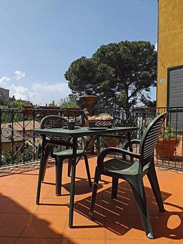 A balcony or terrace at Casa Ariodante
