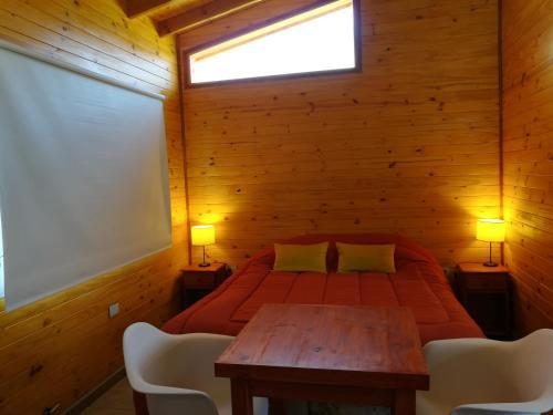Una cama o camas en una habitación de Mini departamento en El Bolson centro 2
