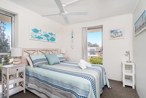 A bed or beds in a room at Rainbow Bay Resort Holiday Apartments