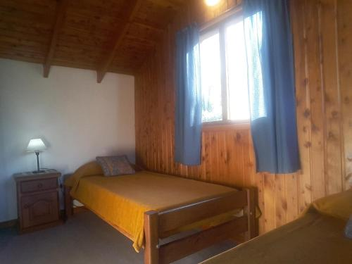 Una cama o camas en una habitación de El Aguila