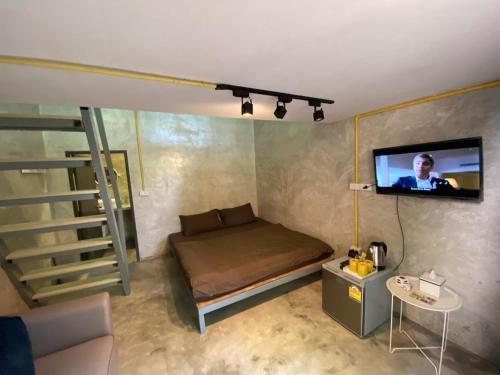 A bed or beds in a room at BeachBox@Koh Сhang