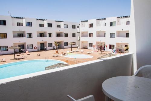 Pogled na bazen v nastanitvi Apartamentos Lanzarote Paradise oz. v okolici
