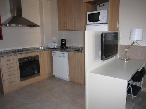 A kitchen or kitchenette at Apartments HHB