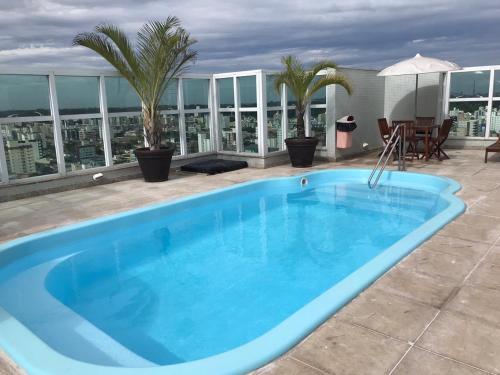 The swimming pool at or close to ESPETACULAR Apto 02 Qtos na Praia de Camburi