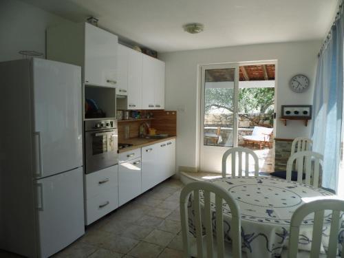 A kitchen or kitchenette at Apartman Šego