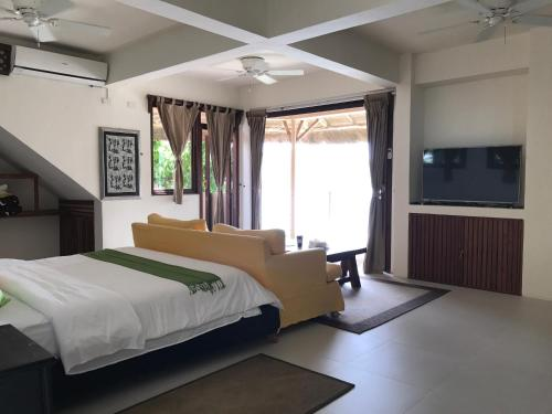 A bed or beds in a room at Ekhaya Busuanga Island Palawan