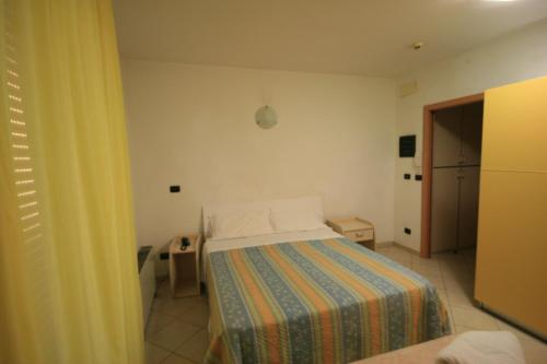 A bed or beds in a room at Residence Beach Paradise