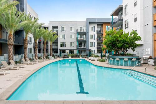 The swimming pool at or near GASLAMP & CONVENTION CENTER 2 BEDROOM SUITE