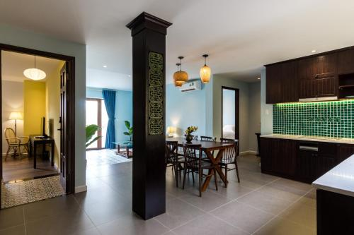 3 BAMBOO En Suites in SPACIOUS Apartment City Center District 1