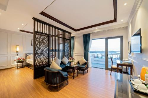 Eco Lux Riverside Hotel