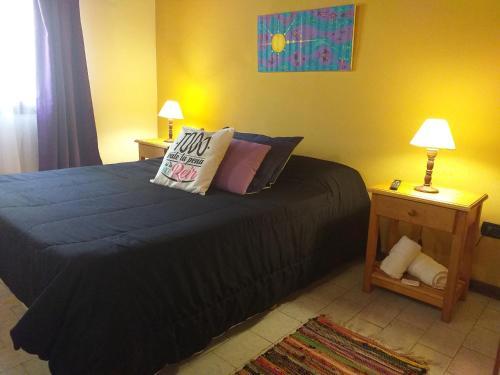 Una cama o camas en una habitación de Dharma