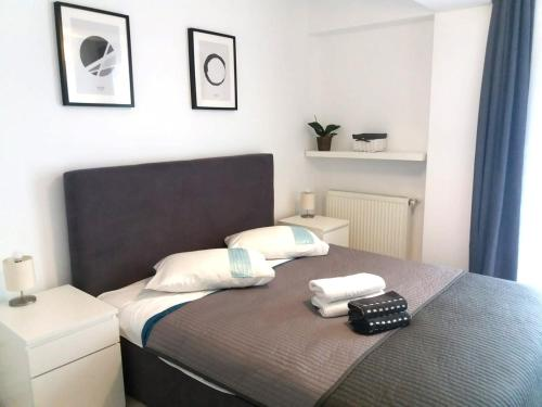 A bed or beds in a room at Airport Residence - Apartment across from Otopeni Airport