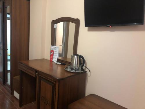 Телевизор и/или развлекательный центр в Miraj-Prestizh Hotel