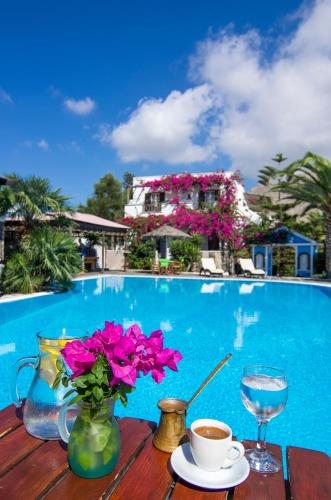 The swimming pool at or close to Holiday Beach Resort