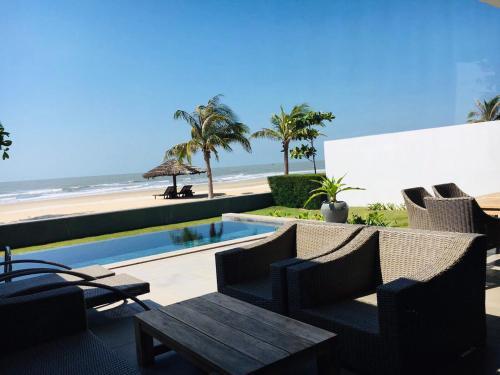 Beachfront 3BR villa Sanctuary Ho Tram