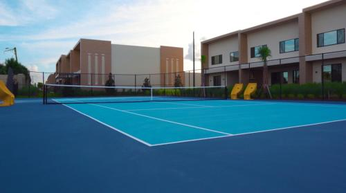 Tennis and/or squash facilities at Magic Village Views Trademark Collection by Wyndham or nearby