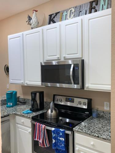 A kitchen or kitchenette at Beautiful 3 Bedroom Apartment minutes from Disney!