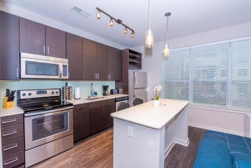 A kitchen or kitchenette at The Core at Lindbergh