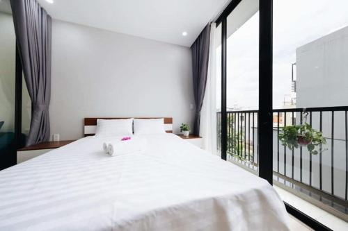 1 bedroom apartment with balcony in West Lake