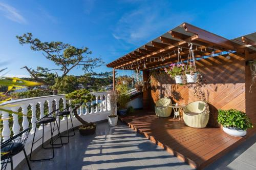 The Art - N'Queen Villa