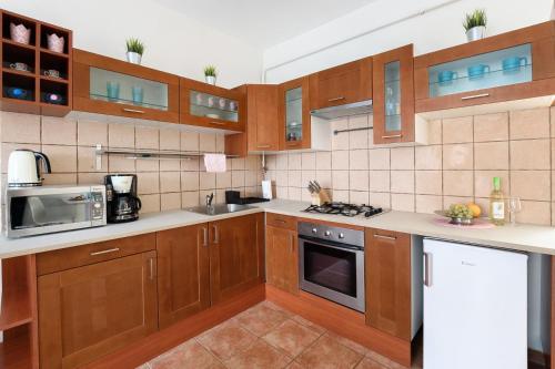 Küche/Küchenzeile in der Unterkunft Váci170 Apartman