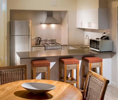 A kitchen or kitchenette at Whitsunday Apartments