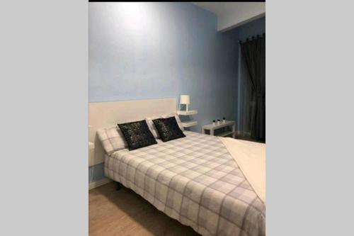 Ein Bett oder Betten in einem Zimmer der Unterkunft Hermoso apartamento centro Madrid