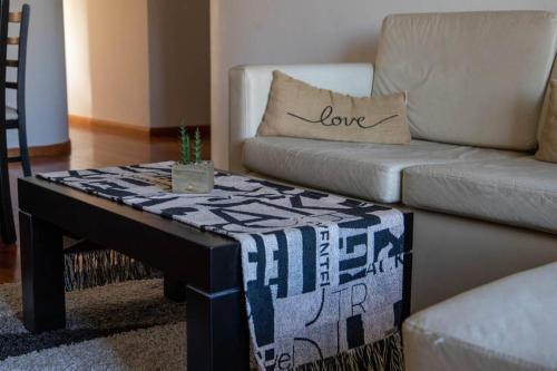 Un lugar para sentarse en Hermoso 9no piso en zona céntrica. Cochera.