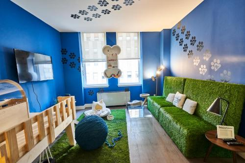 A seating area at Resolution Suite: Spend Quality Time With Your Pet