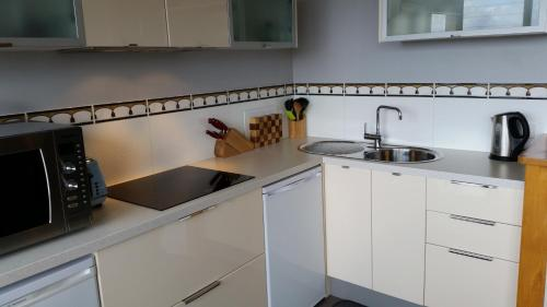 A kitchen or kitchenette at Armalong Winery Chalets