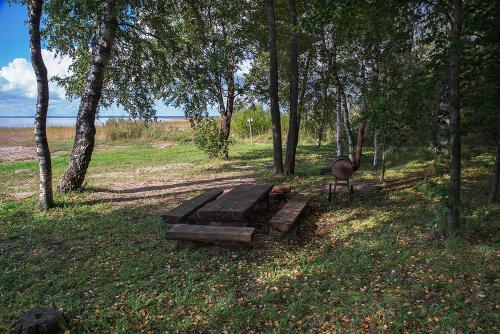 A garden outside Kiviranna puhkemajad
